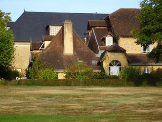 Bijgebouwen van het kasteel